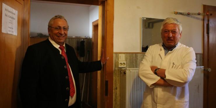 Max Niedermeier und Dr. Thomas Straßmüller in der Gmunder Turnhalle