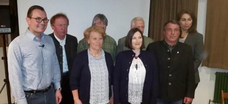 Acht Vorstandsmitglieder der neuen Bürgerbewegung in Waakirchen.