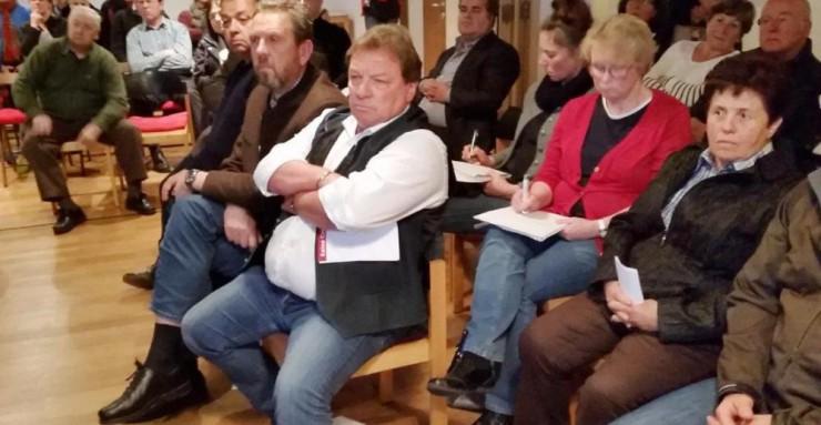 Bürgermeister Sepp Hartl und seine beiden Stellvertreter waren unter den Zuhörern