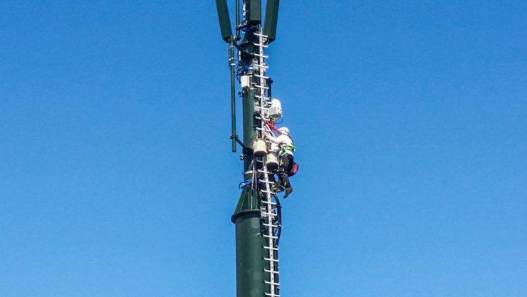 Auf der Neureuth wird der BOS-Mast derzeit umfangreich gewartet.