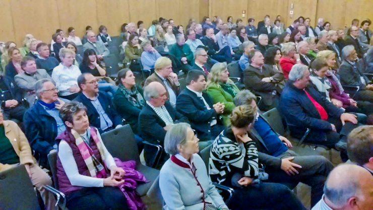 Viele Zuhörer fanden sich heute im Saal des Seeforums ein.