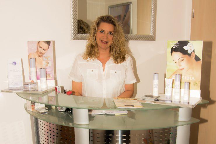 Kosmetikerin Andrea Lehmann