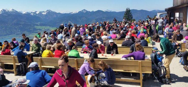 Die Neureuth ist ein beliebtes Ausflugsziel - mittlerweile auch Nachts oder am Ruhetag