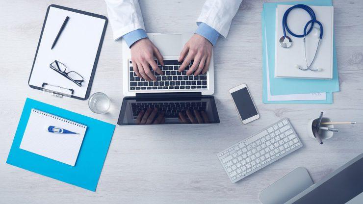Als medizinische/r Fachangestellte/r steht man den Ärzten unterstützend zur Seite