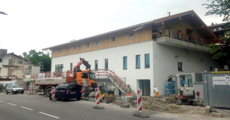 Schon bald wird am REWE-Gebäude in Gmund Werbung angebracht - Wie die aussieht darüber diskutierte der Gmunder Gemeinderat