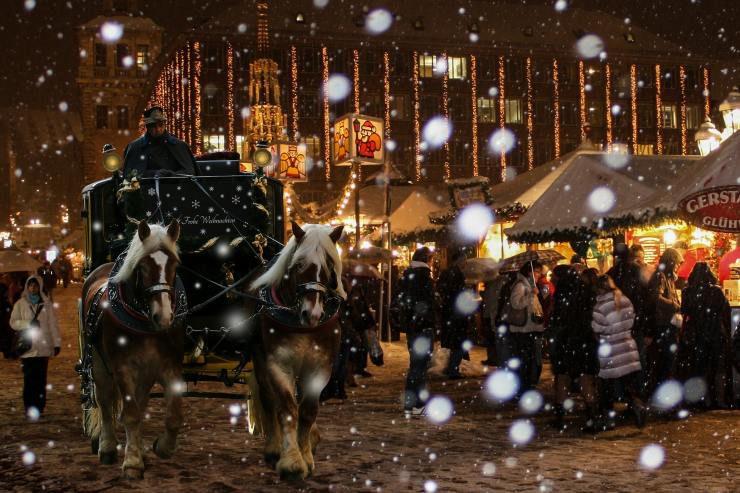 Im gesamten Oberland stimmen uns Christkindlmärkte auf die Weihnachtszeit ein.