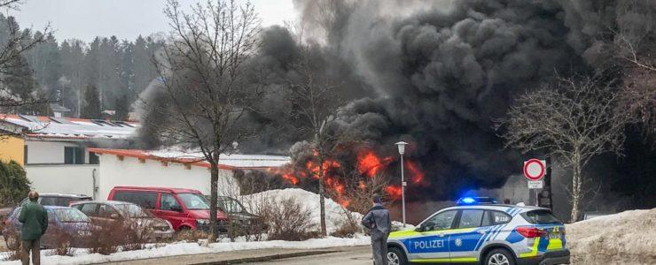 Zwei Schwerverletzte bei mehreren Explosionen