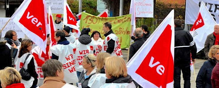 Mitarbeiter demonstrieren vor Tegernseer Klinik